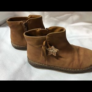 Shoes - Girls size 11 booties